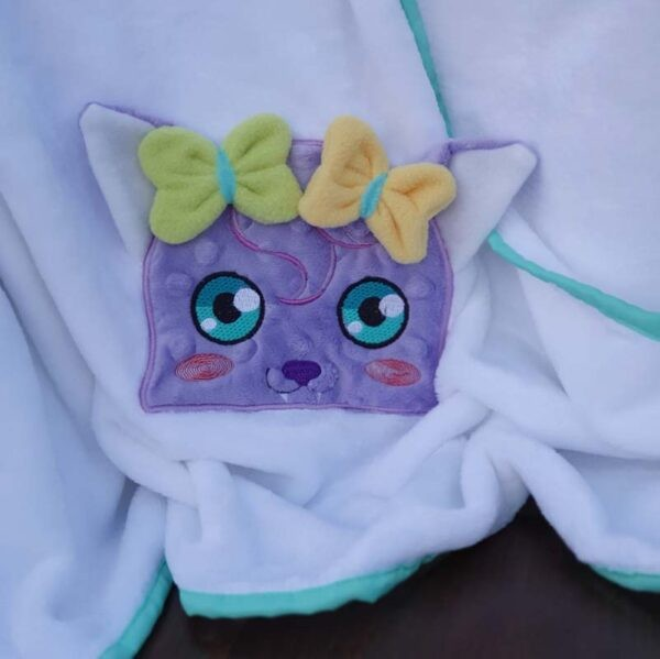 Sophie bat peeker machine embroidery design