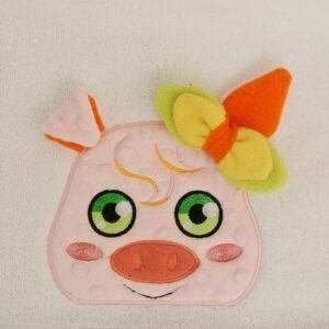 Piggy Peeker 2 SIZES machine embroidery design